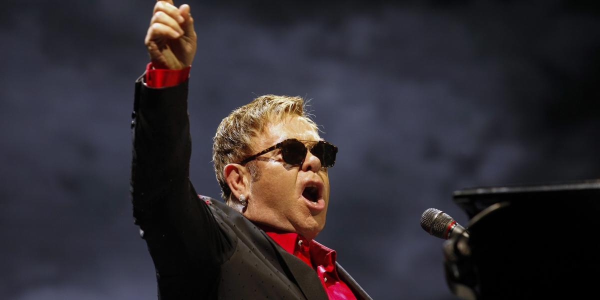 Elton John cancela conciertos inusual infección