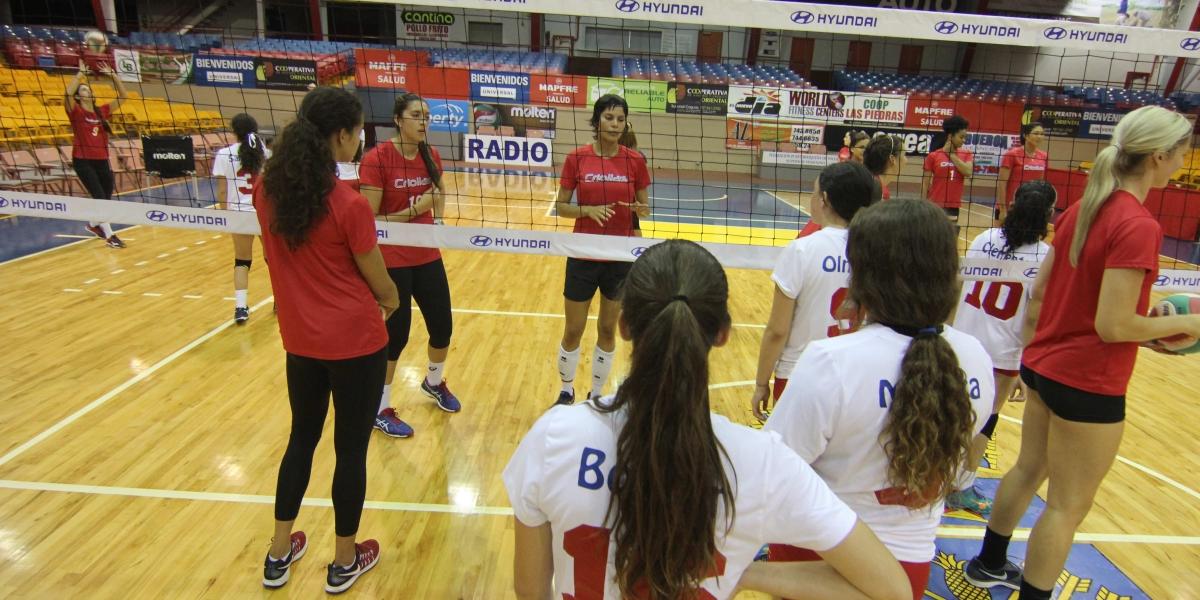 Hyundai ofrece clínica de voleibol a adolescentes