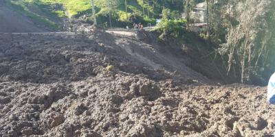 Cuatro personas mueren por deslave en Chunchi
