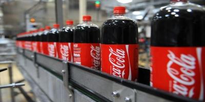 Las ganancias de Coca-Cola se desploma un 20 por ciento