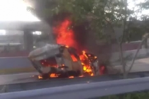 Con camión incendiado inicia cuarta semana de protestas en Venezuela