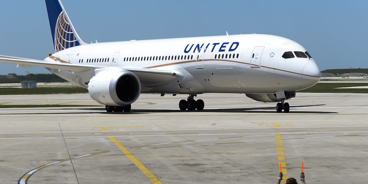 Informe de aviación señala que pasajero expulsado por United fue