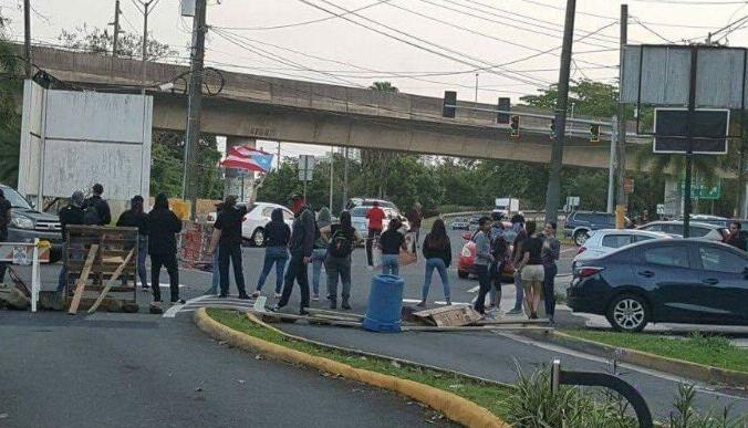 Protesta frente al Jardín Botánico de Río Piedras
