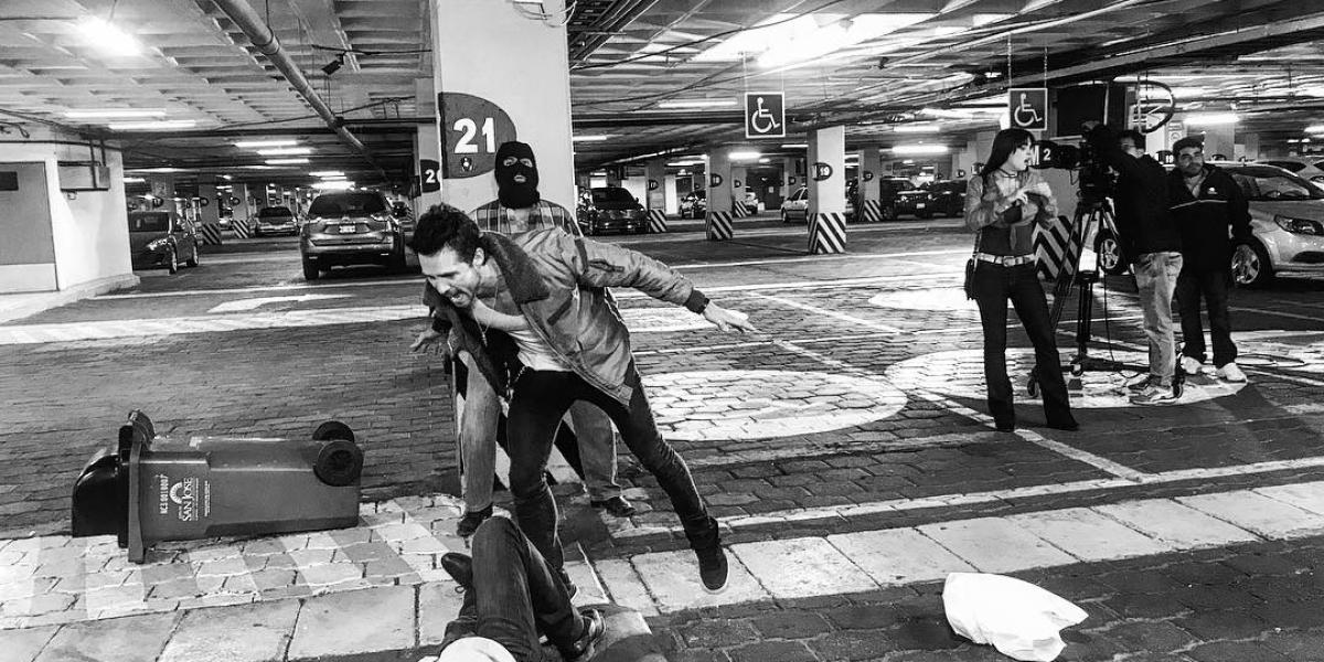 José Ron inicia pelea campal en la calle y sale huyendo