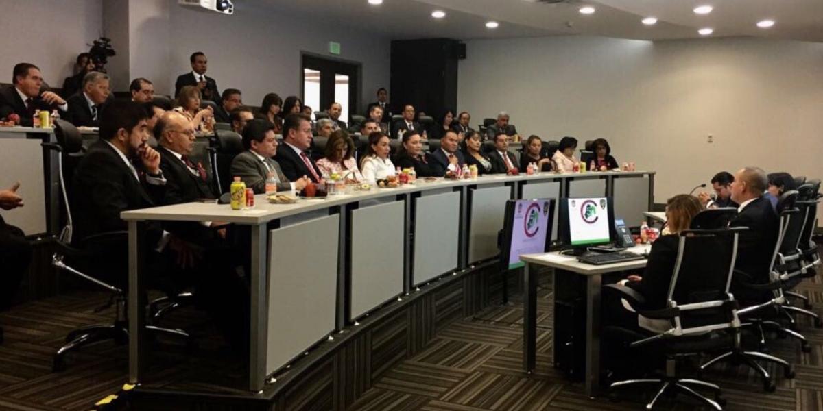 Autoridades presumen a magistrados procesos de seguridad del C5 en el Edomex