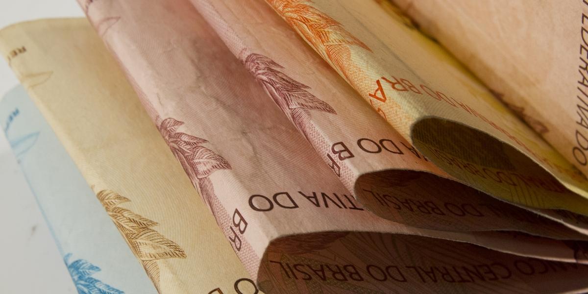 Economistas projetam crescimento maior e menos inflação para este ano