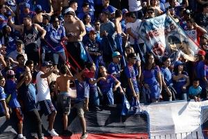 Hinchas de Universidad de Chile agotaron en un minuto sus entradas para el Clásico Universitario