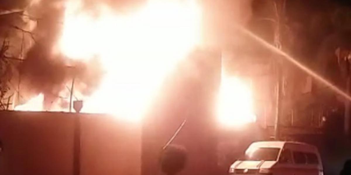 Controlan incendio en toma clandestina de Tulipanes, Morelos