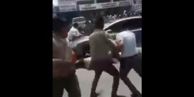 Vehículo atropelló a 13 estudiantes que protestaban frente a un colegio