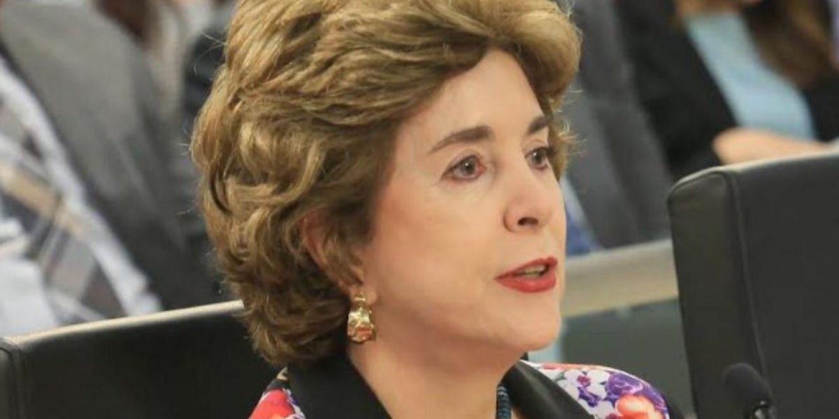 Sila Calderón repudia actos de violencia frente a su fundación