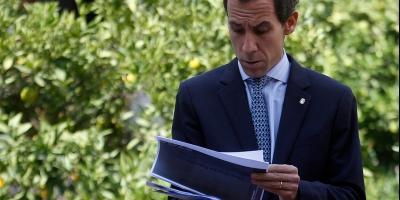 Municipalidad de Santiago anuncia querella por millonario déficit en educación