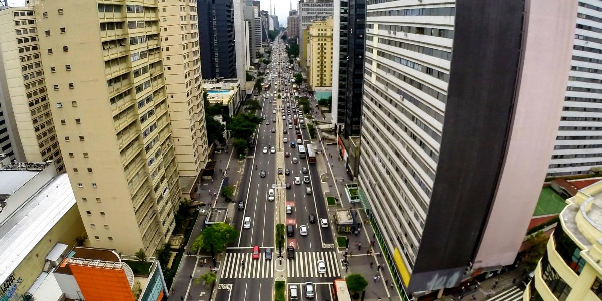 Grupo de 100 pessoas faz arrastão na avenida Paulista