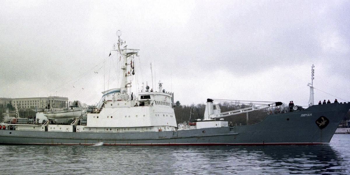 Naufraga buque de la Armada de Rusia, rescatan a los 78 tripulantes