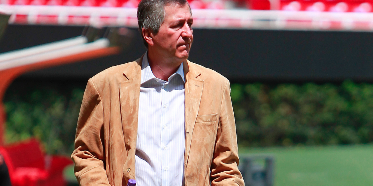 Jorge Vergara da la bienvenida al Tri en estadio de Chivas