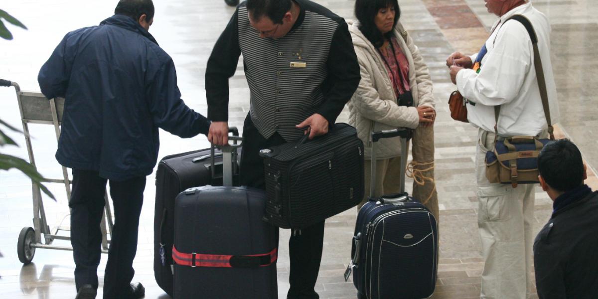 Profeco inicia procedimientos contra aerolíneas por cobro de maletas