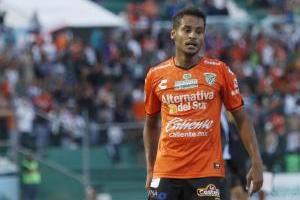 Sergio Bueno insulta y corre a jugador de Jaguares ¡En crisis!