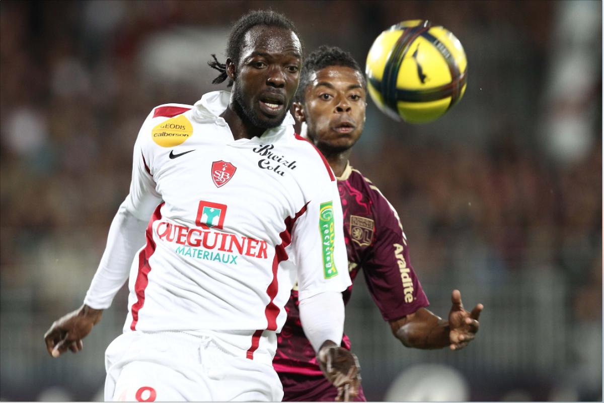 Futbolista gabonés Apanga muere durante entrenamiento