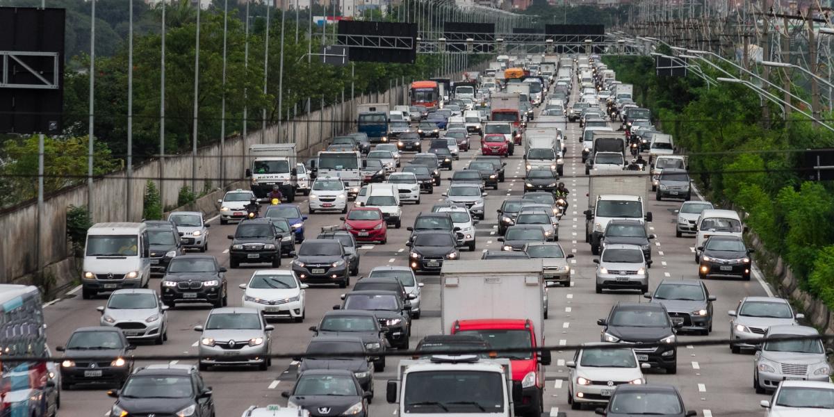 Prefeitura de São Paulo proíbe circulação de motos na pista expressa da marginal Pinheiros