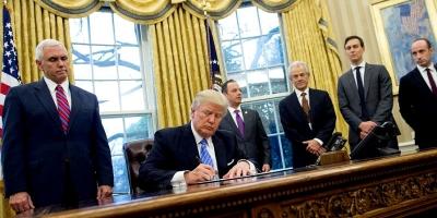 El misterioso botón rojo en el escritorio del presidente Trump