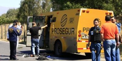 Camión de valores perdió carga en Costanera Norte