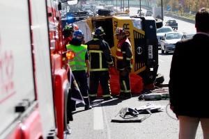 Renca: un muerto y tres heridos deja volcamiento de camión Prosegur en Autopista Central