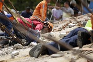 Ya son 10 los muertos en el derrumbe del edificio en Cartagena