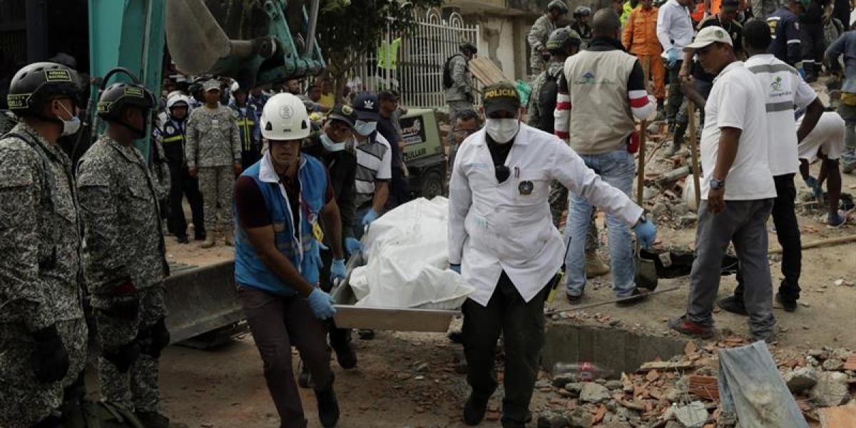 Colapso de edificio en Colombia deja a al menos 10 muertos