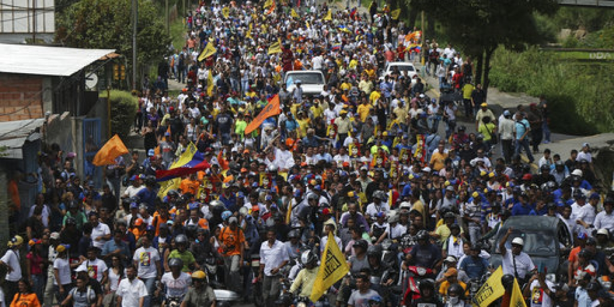Venezolanos marchan por la libertad de presos políticos