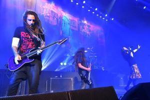Korn y Tye Trujillo saturaron de rock el Caupolicán