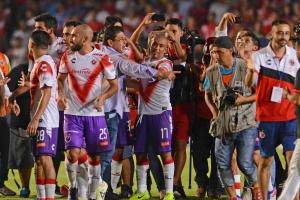 ¡Acaricia la salvación! Veracruz vence a Rayados y espera derrota de Morelia