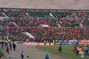 VIDEO: Aficionados de Jaguares invaden la cancha