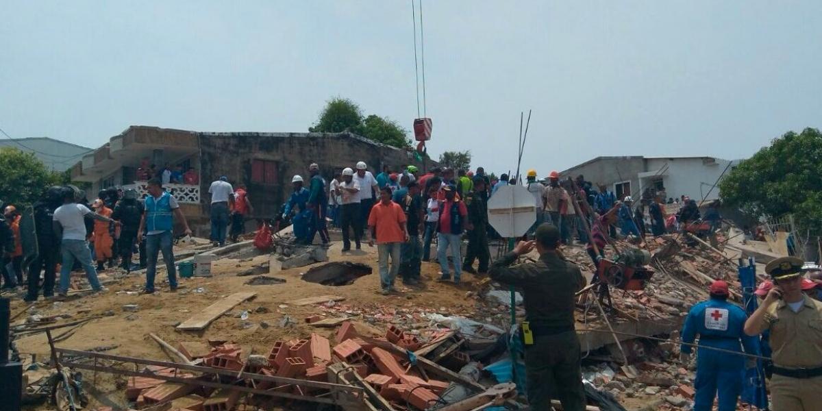 Suman 18 muertos por derrumbe en Cartagena