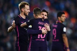 Barcelona retiene liderato tras vencer al Espanyol de Diego Reyes