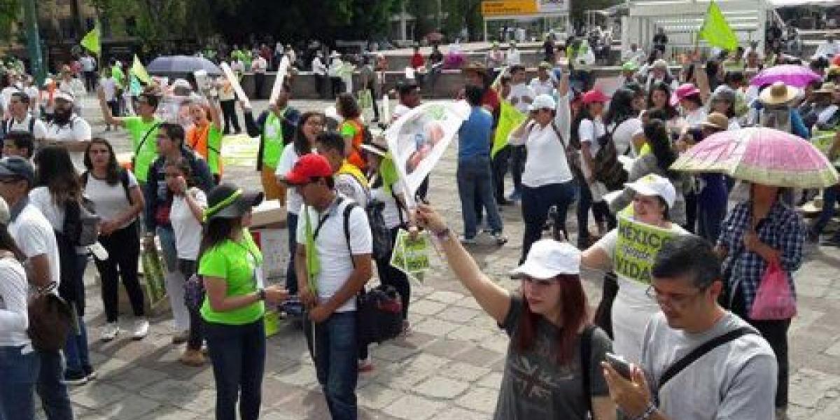 Marchan más de mil personas contra el aborto en la CDMX