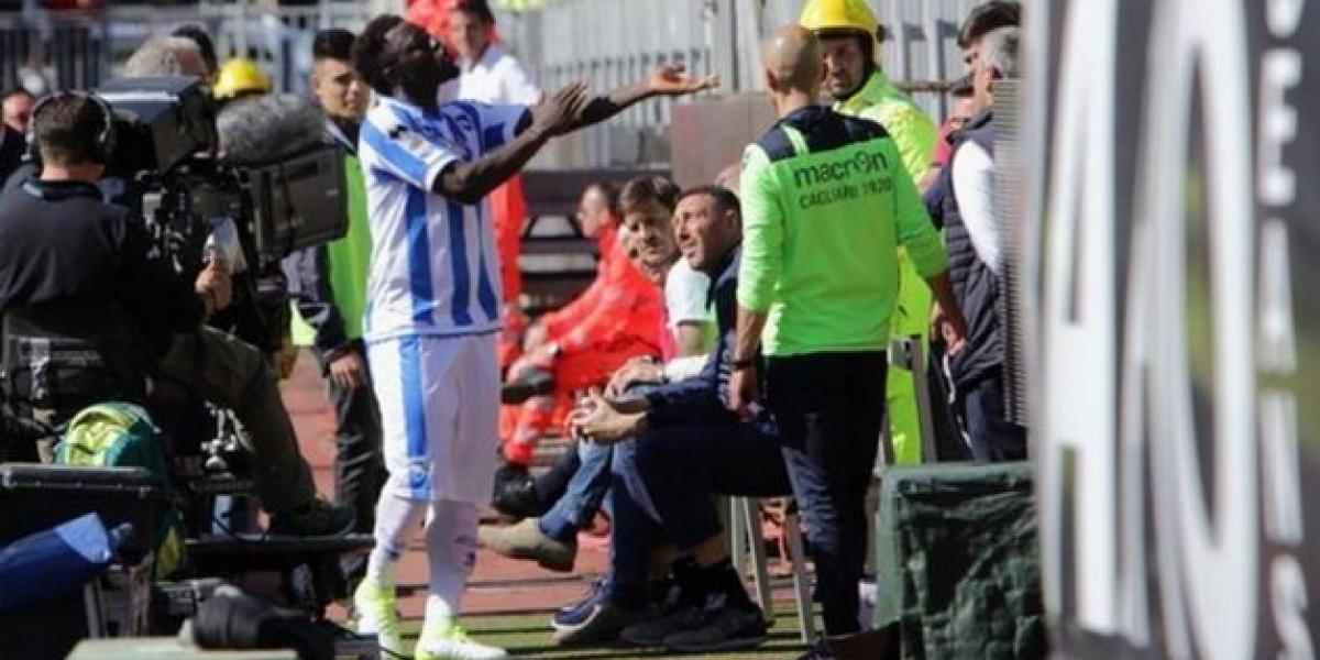 Jugador abandona partido de fútbol por insultos racistas