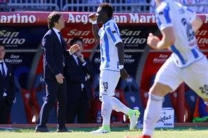 Sulley Muntari abandona juego de la Serie A por insultos racistas