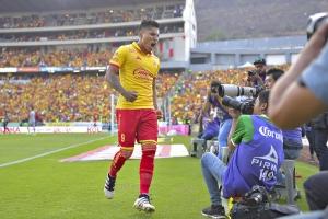 VIDEO: ¡Qué golpazo! Camarógrafo cae en su intento por grabar el festejo de Ruidíaz