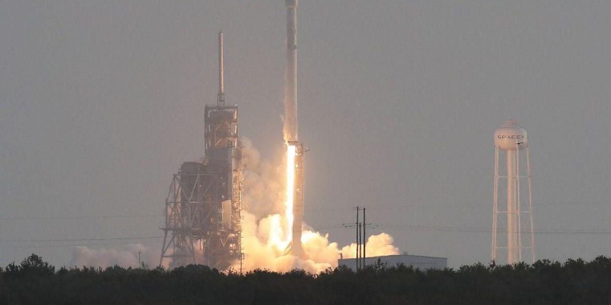 SpaceX lanza con éxito su primer satélite espía para el Gobierno de EEUU