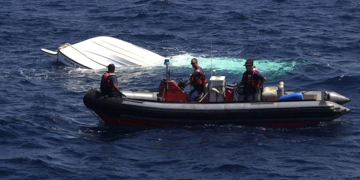 Rescatan cinco personas que navegaban en Canal de la Mona