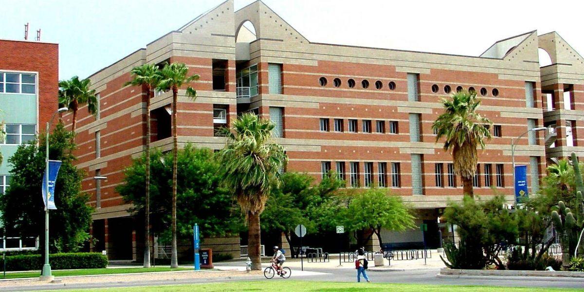 Un muerto y tres heridos deja ataque con cuchillo en universidad de EE.UU.