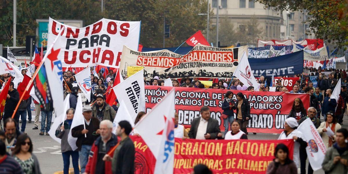 Dos marchas paralelas marcarán conmemoración por el Día del Trabajador en Santiago