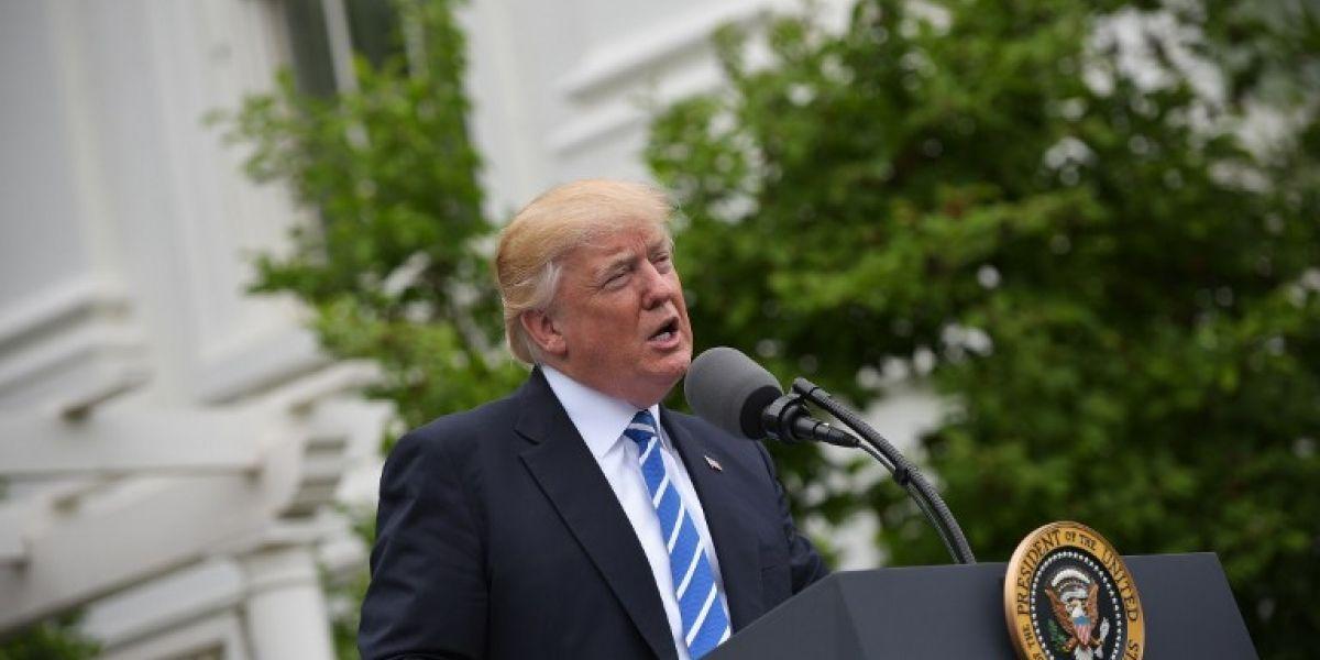 """Trump dice que se sentiría """"honrado"""" de reunirse con Kim Jong-un"""