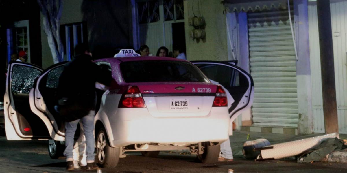 Asesinan a dos jóvenes de 17 años a bordo de un taxi en la GAM