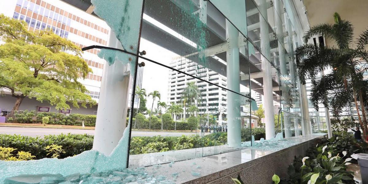 Banco Popular hace expresiones tras demanda a manifestantes