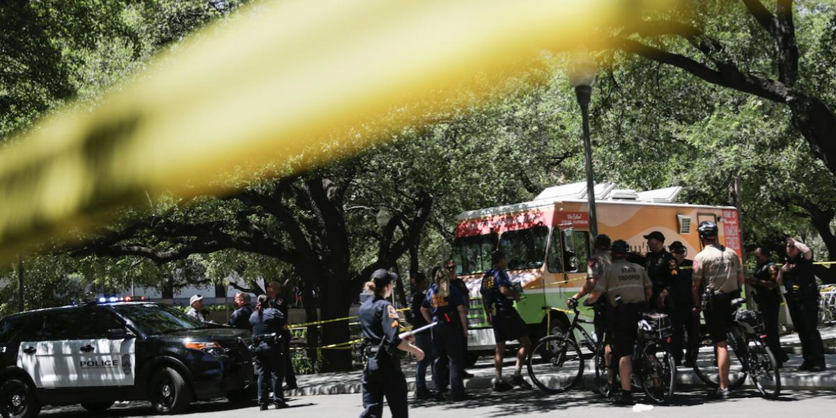 Un muerto y tres heridos por ataque a cuchilladas en Universidad de Texas