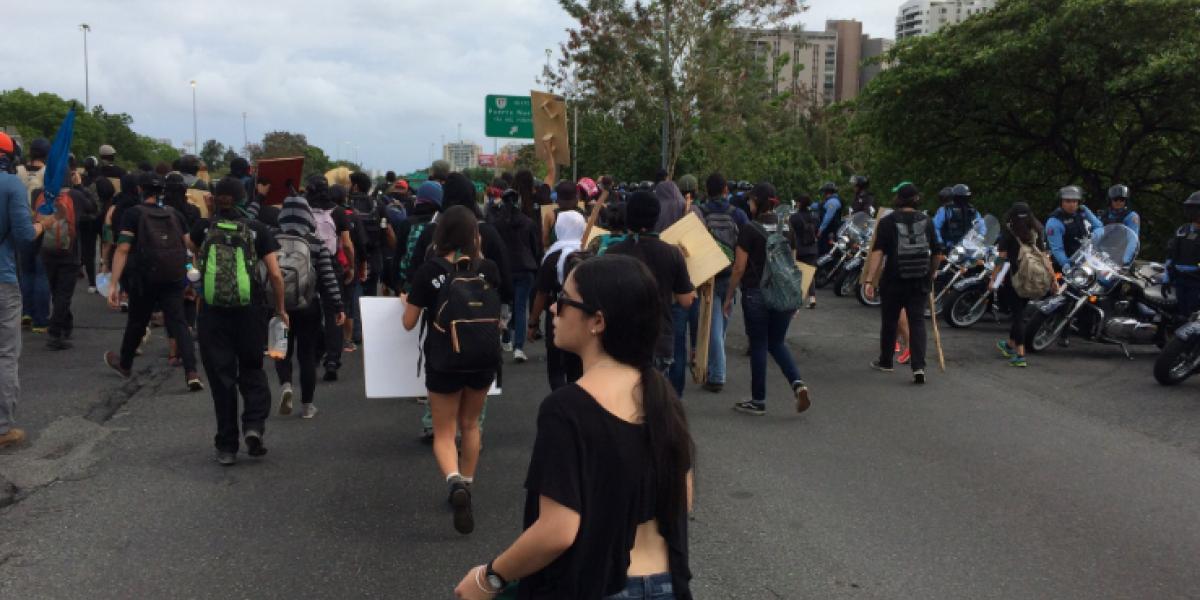 Bloqueado el tránsito en la avenida Piñero