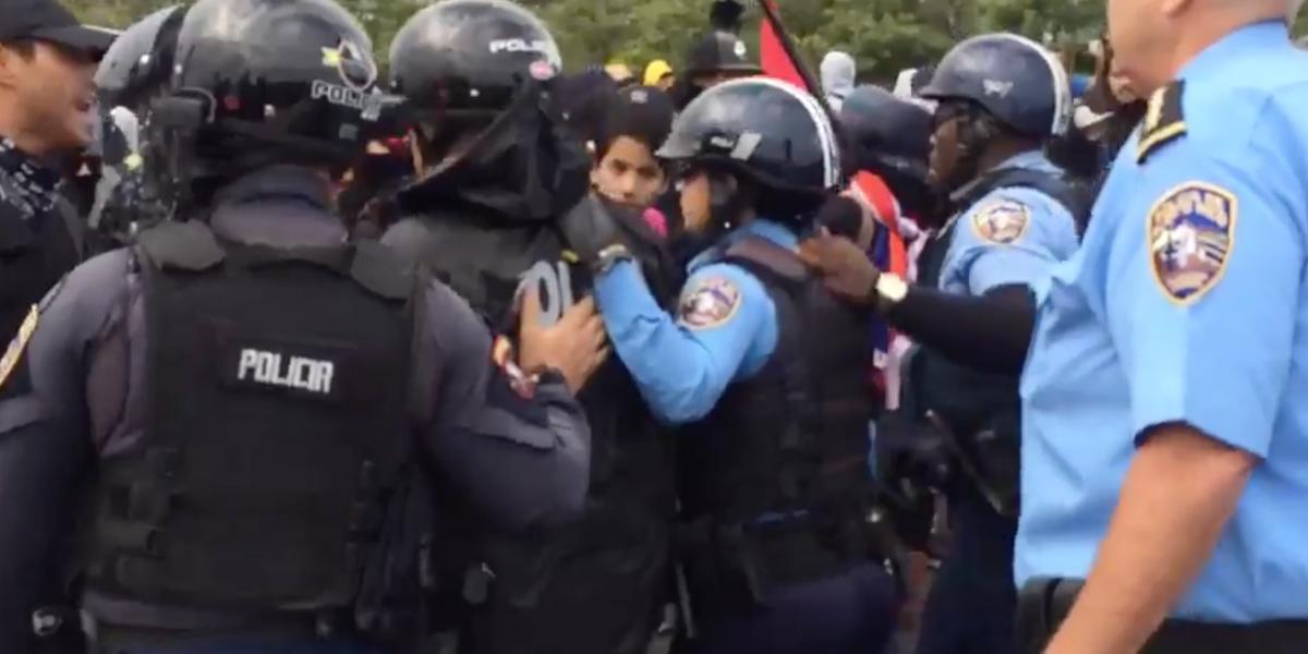 Policía asegura que no usa gases lacrimógenos