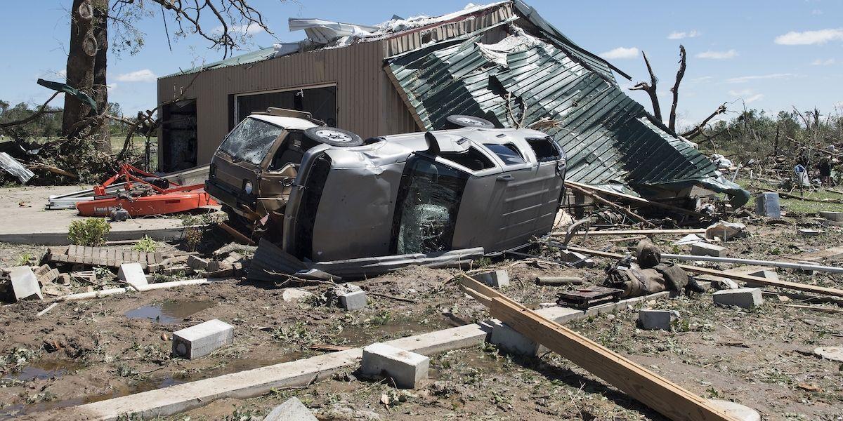 Estados Unidos se recupera de tormentas que causaron 14 muertos