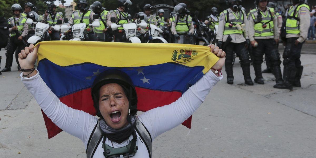 Venezuela cumple un mes en manifestaciones a favor y contra Maduro