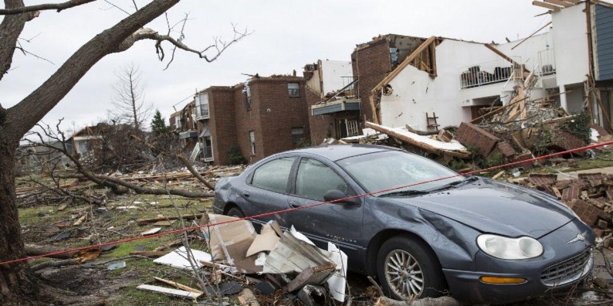 Las impactantes imágenes que dejaron los tornados en EEUU: al menos 14 muertos y cientos de casas destruidas